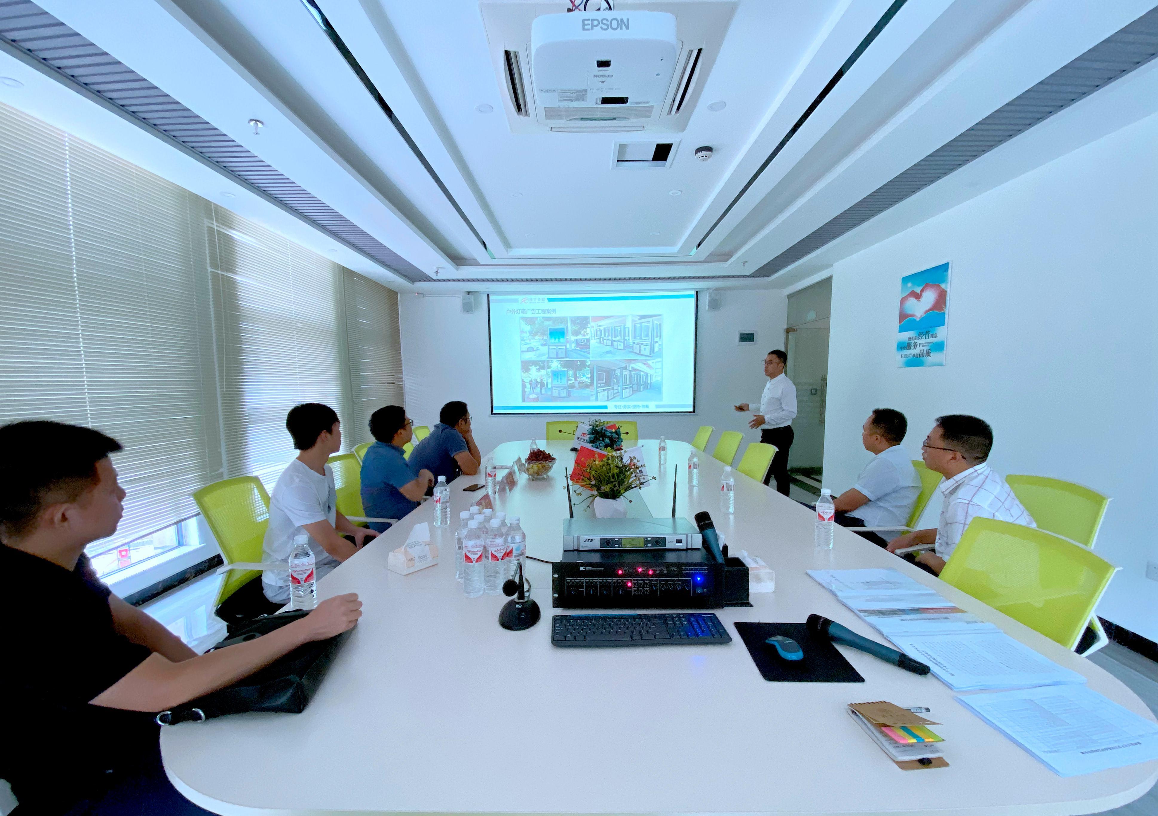 贵州大学旅游与文化产业学院专家组一行莅临我公司实地检查考评